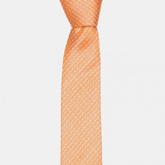 Lund slips orange