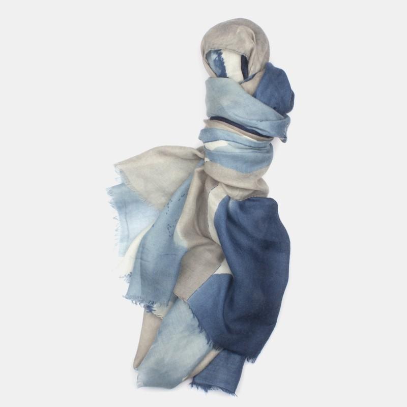 Snygga scarves och sjalar för dam online på seveneast.se 5e734f5b0db30